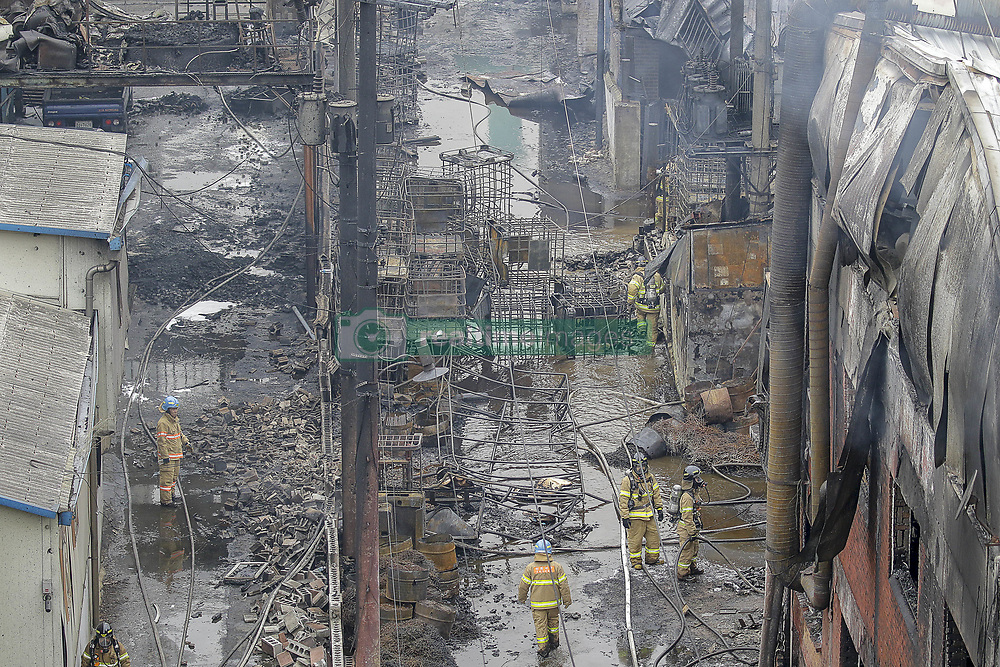 April 13, 2018 - Incheon, South Korea - A chemical processing plant west of Seoul has caught fire, blanketing the area with thick, dark smoke and potentially leaking toxic substances, firefighters said Friday. No casualties have been reported. The blaze started at around 11:50 a.m. in a chemical recycling factory in Incheon. (Credit Image: © Ryu Seung-Il via ZUMA Wire)