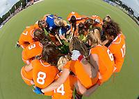 WATERLOO (Belgie) - Vreugde bij na de EK finale hockey -21 tussen de vrouwen van Nederland en Duitsland (2-0). FOTO KOEN SUYK