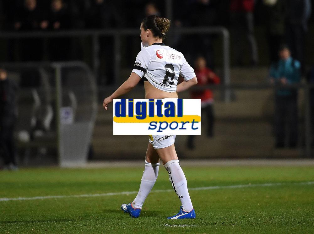 BILDET INNGÅR IKKE I FASTAVTALER. ALL NEDLASTING BLIR FAKTURERT.<br /> <br /> Fotball<br /> Tyskland<br /> Foto: imago/Digitalsport<br /> NORWAY ONLY<br /> <br /> 18.11.2015<br /> Fussball UEFA Champions League, 1.FFC Frankfurt - LSK / Lillestrøm Kvinner, v.l. Sherida Spitse (LSK Kvinner) enttaeuscht, enttaeuscht schauend, dissapointed