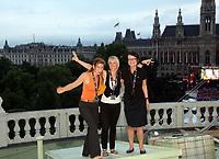 GEPA-1106085114 - WIEN,AUSTRIA,11.JUN.08 - FUSSBALL - UEFA Europameisterschaft, EURO 2008, Telekom Austria, Mobilcom Austria, Exclusive Viewing im Burgtheater. Bild zeigt Alma Mautner (mobilkom austria), Catharina Heindl, Petra Gallaun (Hochegger).<br />Foto: GEPA pictures/ Hans Oberlaender