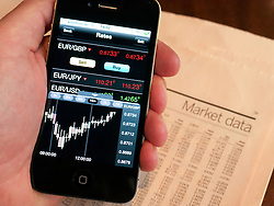 Using iPhone currency trading app to track currency rates