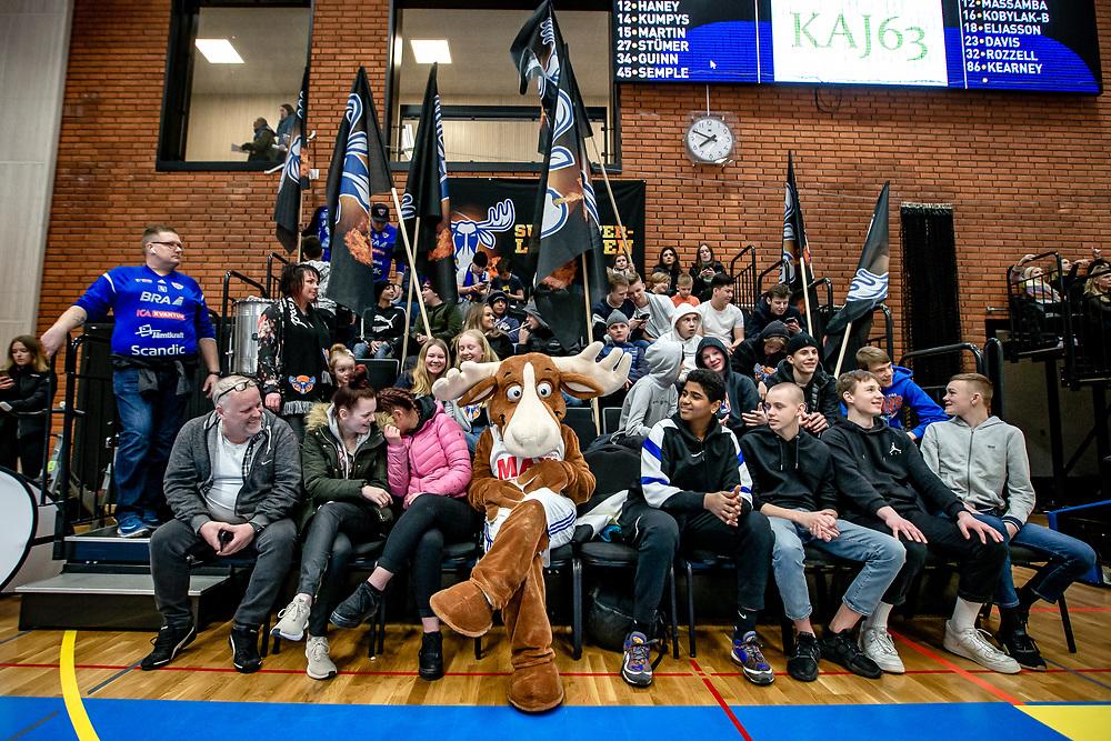 ÖSTERSUND 20200228<br /> Bruce i supporterklacken  under fredagens match i Basketligan mellan Jämtland Basket och BC Luleå i Östersunds Sporthall.<br /> <br /> Foto: Per Danielsson/Projekt.P