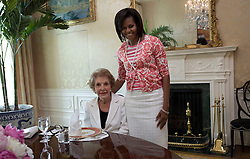 Former First Lady Nancy Reagan visits the White House on June 3, 2009. Official White House Photo by Samantha Appleton. EXPA Pictures © 2016, PhotoCredit: EXPA/ Photoshot/ Samantha Appleton<br /> <br /> *****ATTENTION - for AUT, SLO, CRO, SRB, BIH, MAZ, SUI only*****