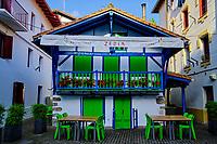 Espagne, Pays Basque, Guipuscoa, Fontarrabie, rue San Pedro // Spain, Basque Country, Guipuscoa, Hondarribia, San Pedro street
