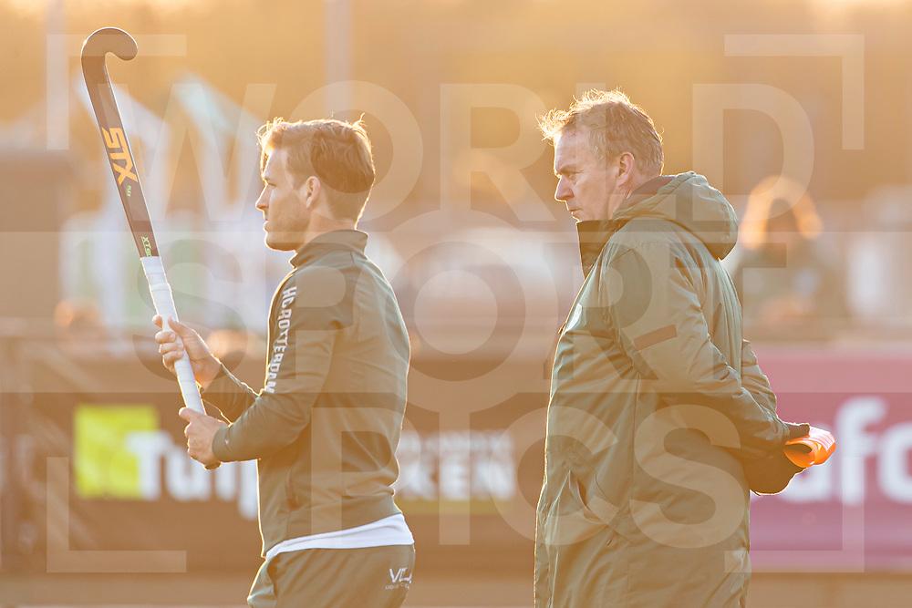 Rotterdam, Tulp Hoofdklasse Hockey Heren, Seizoen 2020-2021, 16-04-2021, Rotterdam - Den Bosch 0-3, Jeroen Hertzberger (a) (Rotterdam) en Coach Albert Kees Manenschijn (Rotterdam)<br /><br /> COPYRIGHT WORLDSPORTPICS WILLEM VERNES