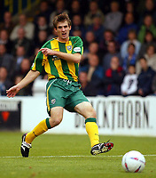 Photograph:Scott Heavey.<br />Gillingham v West Bromwich Albion. Nationwide Duvision one. 04/10/2003.<br />Scott Dobie fires the Baggies in to the lead