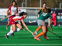 ALMERE - Leah Kraan (ALM) met Rosalie de Beer (WereDi) tijdens de promotieklasse hockeywedstrijd dames,  Almere - Were Di (1-1).    COPYRIGHT KOEN SUYK