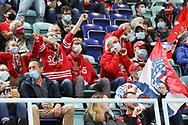 SCRJ Fans jubeln nach dem 1:1 (SCRJ) im Spiel der National League zwischen den SC Rapperswil-Jona Lakers und dem EV Zug, am Freitag, 02. Oktober 2020, in der St. Galler Kantonalbank Arena Rapperswil-Jona. (Thomas Oswald)