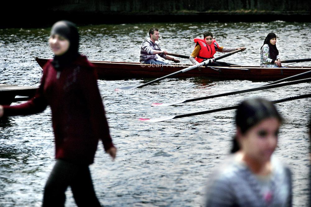 Nederland,Utrecht ,20 mei 2008..A.U.S.R.Orca (roeien) is een steeds professionaliserende vereniging die, o.a. allochtone leerlingen roeiles geeft..Rowing club Orca teaches immigrant students rowing.