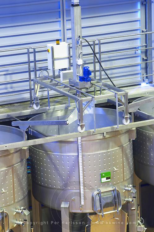 Fermentation tanks. Mechanical pigeur, for pushing down the cap, pigeage. Henrque HM Uva, Herdade da Mingorra, Alentejo, Portugal