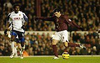 Photo: Leigh Quinnell.<br /> Arsenal v Portsmouth. The Barclays Premiership.<br /> 28/12/2005. Jose Antonio Reyes fires a shot for Arsenal.