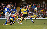 Photo: Richard Lane/Sportsbeat Images.<br />Watford v Cardiff City. Coca Cola Championship. 26/12/2007. <br />Cardiff's Steven Maclean fires in a shot.