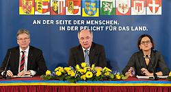 25.02.2015, Palais Niederösterreich, Wien, AUT, Außerordentliche Konferenz der Landeshauptleute mit Themenschwerpunkt Asyl, im Bild v.l.n.r. Landeshauptmann Kärnten Peter Kaiser (SPÖ), Landeshauptmann Niederösterreich Erwin Pröll (ÖVP) und Bundesministerin für Inneres Johanna Mikl-Leitner (ÖVP) // during governors conference of the austrian provinces at palais niederoesterreich in vienna on 2015/02/25, EXPA Pictures © 2015, PhotoCredit: EXPA/ Michael Gruber