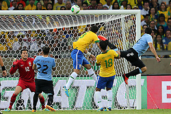 Lance da partida entre Brasil e Uruguai válida pela Copa das Confederações, no Estádio Mineirão, em Belo Horizonte-MG. FOTO: Jefferson Bernardes/Preview.com
