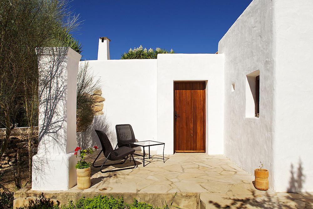 31/Julio/2013 España. Islas Baleares. Ibiza<br /> Agroturismo Ca n'Escandell.<br /> Terraza habitación Es Colomar