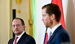 22.03.2020, Wien, AUT, Coronaviruskrise, Österreich, Pressekonferenz, Rückholaktion für gestrandete Österreicher im Ausland, im Bild Außenminister Alexander Schallenberg (L/ÖVP) und AUA-CEO Alexis von Hoensbroech // during a press conference about the Coronavirus Pandemie in Wien, Austria on 2020/03/22. EXPA Pictures © 2020, PhotoCredit: EXPA/ Herbert Neubauer/APA-POOL