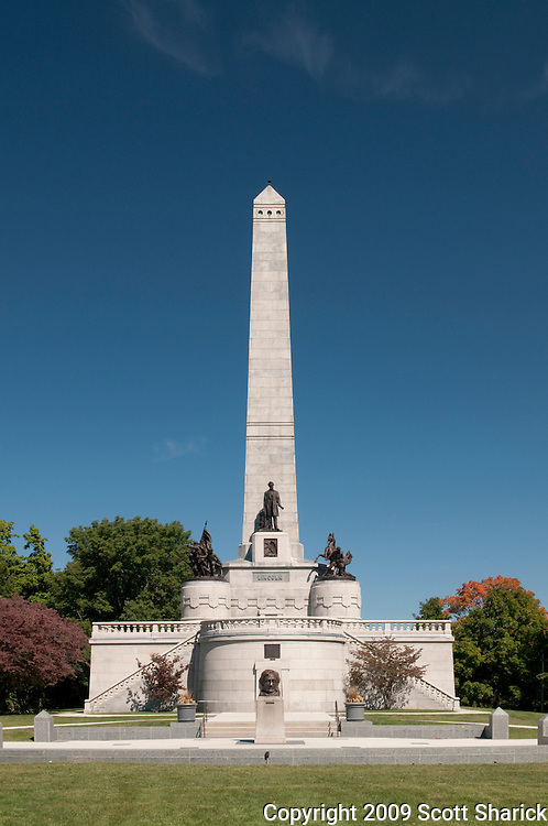 A picture of the impressive tomb where President Lincoln is buried. Missoula Photographer