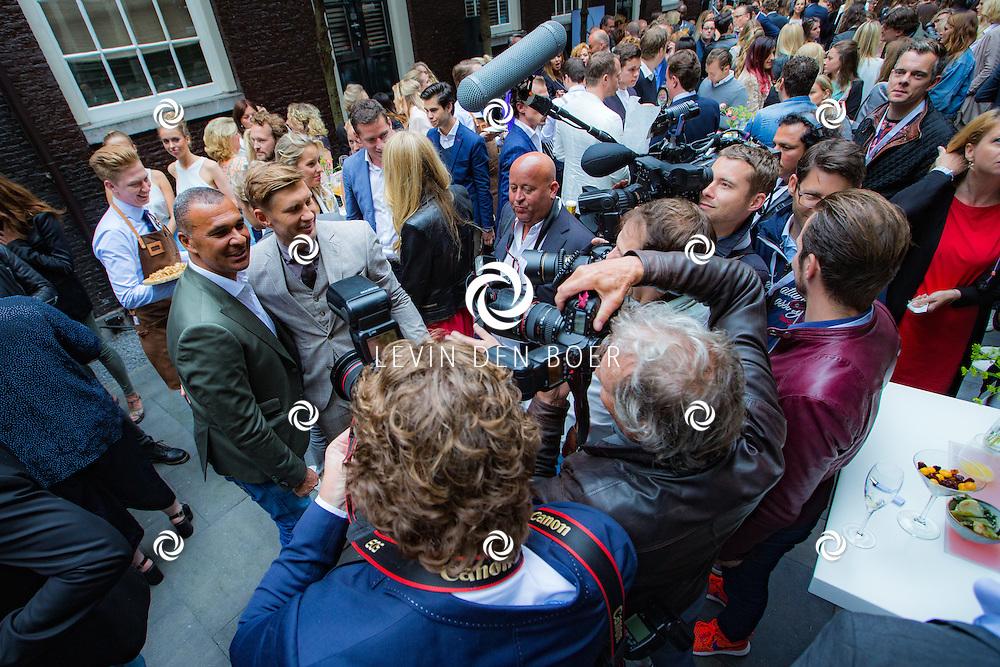 AMSTERDAM - In The Dylan zijn de Talkies Terras Awards uitgereikt voor beste terras 2016. Met hier op de foto Ruud Gullit en Evgeniy Levchenko. FOTO LEVIN & PAULA PHOTOGRAPHY VOF