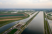 Nederland, Zuid-Holland, Midden-Delfland, 28-09-2014; <br /> Rottemeren met Willem-Alexander roeibaan in de Eendragstpolder. Eendragtspolder wordt heringericht ten behoeve van waterberging en recreatie.<br /> Polder is being redesigned for water storage and recreation. Construction international rowing course Willem-Alexander.<br /> luchtfoto (toeslag op standard tarieven);<br /> aerial photo (additional fee required);<br /> copyright foto/photo Siebe Swart