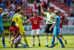 28-05-2017 NED: Finale playoff FC Utrecht - AZ Alkmaar, Utrecht<br /> 2e wedstrijd finale Play-off waar Utrecht een 3-0 achterstand goed maakt en met penalty's een Europees ticket pakt / Rood voor Derrick Luckassen
