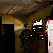 December 9th 2013, French troops entered the house of a man that is accused by the population of being a colonel of the Seleka, to disarm him.