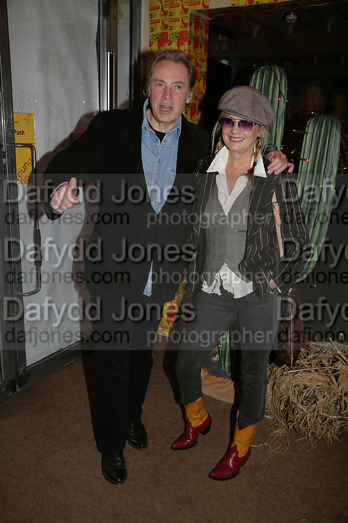 LEIGH LAWSON AND TWIGGY, Young Vic fundraising Gala after performance of Vernon God Little. The cut. London. 10 May 2007.  -DO NOT ARCHIVE-© Copyright Photograph by Dafydd Jones. 248 Clapham Rd. London SW9 0PZ. Tel 0207 820 0771. www.dafjones.com.