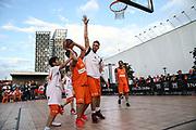 Basketball: ING-DiBa German Championship 3x3, Deutsche Meisterschaft, Hamburg, 05.08.2017<br /> Charity-Spiel: Ivan Klasnic (Ex-Fussballprofi, r.) <br /> (c) Torsten Helmke