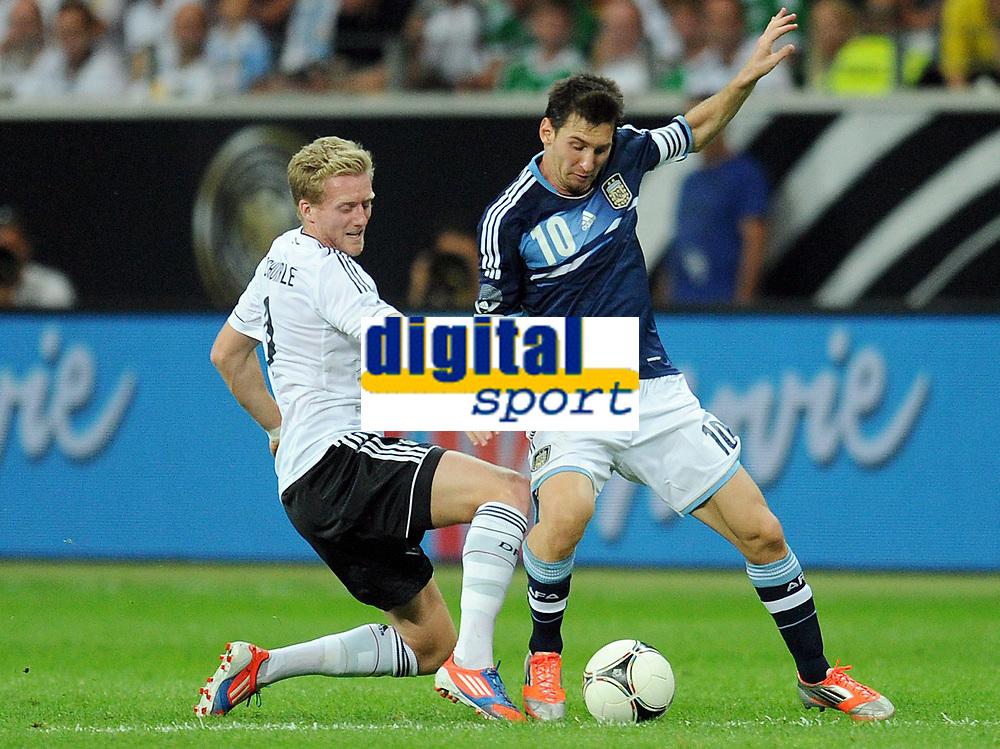 Fotball<br /> Tyskland v Argentina<br /> 15.08.2012<br /> Foto: Witters/Digitalsport<br /> NORWAY ONLY<br /> <br /> v.l. Andre Schuerrle, Lionel Messi (Argentinien)<br /> Fussball Testspiel, Deutschland - Argentinien 1:3