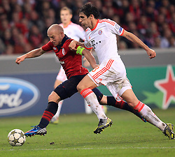 23.10.2012, Grand Stade Lille Metropole, Lille, OSC Lille vs FC Bayern Muenchen, im Bild Florent BALMONT (OSC Lille - 04) im Zweikampf mit Javier MARTINEZ (FC Bayern Muenchen - 8) // during UEFA Championsleague Match between Lille OSC and FC Bayern Munich at the Grand Stade Lille Metropole, Lille, France on 2012/10/23. EXPA Pictures © 2012, PhotoCredit: EXPA/ Eibner/ Ben Majerus..***** ATTENTION - OUT OF GER *****