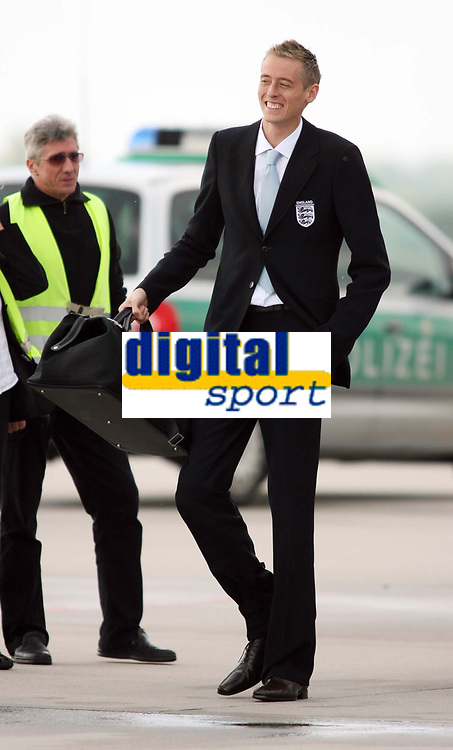 Photo: Chris Ratcliffe.<br />England arrival at Baden Airpot. 05/06/2006.<br />Peter Crouch is all smiles as England land at Baden Baden.