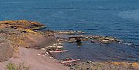 Kayaks at Rauder in Oslofjorden - kajakker på Rauder i Oslofjorden, rød sand