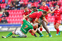 David Bulbring of Scarlets is tackled by Braam Steyn of Benetton Treviso<br /> <br /> Photographer Craig Thomas/Replay Images<br /> <br /> Guinness PRO14 Round 3 - Scarlets v Benetton Treviso - Saturday 15th September 2018 - Parc Y Scarlets - Llanelli<br /> <br /> World Copyright © Replay Images . All rights reserved. info@replayimages.co.uk - http://replayimages.co.uk