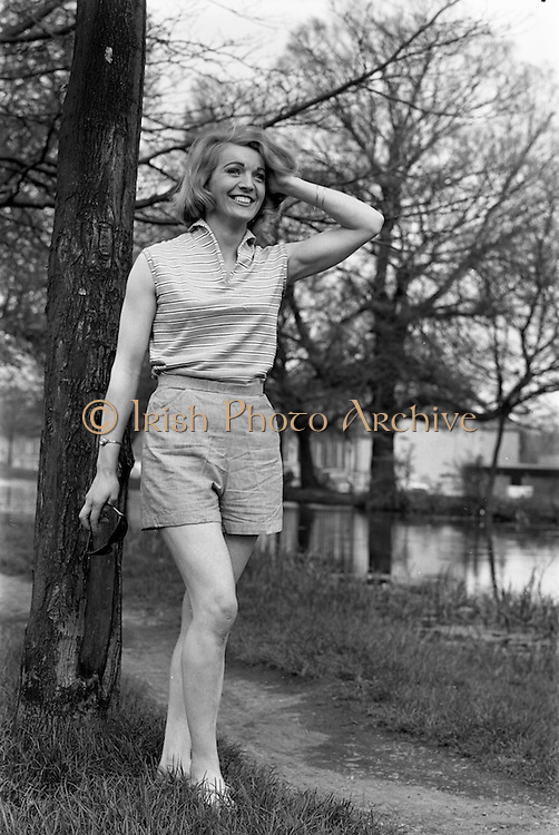 24/04/1964<br /> 04/24/1964<br /> 24 April 1964 <br /> Miss Martha Rose, Model at Violet Collins Agency, 5 Upper Pembroke Street, Dublin.