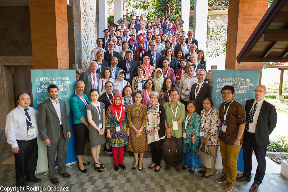 Speakers and participants pose for a group<br /> photo at the global summit on diabetes and tuberculosis in Bali, Indonesia, on November 2, 2015.<br /> The increasing interaction of TB and diabetes is projected to become a major public health issue.The summit gathered a hundred public health officials, leading researchers, civil society representatives and business and technology leaders, who committed to take action to stop this double threat. (Photo: Rodrigo Ordonez for The Union)