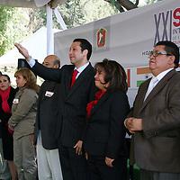 Toluca, Mex -  Guillermo Legorreta Martinez, alcalde de Toluca inauguro el XXI Simposio Internacional de Escultores en Acero Inoxidable, como un homenaje al maestro Miguel Hernandez Urban que se realizara del 6 al 30 de Marzo, participando 24 artistas.   Agencia MVT / Jose Hernandez.