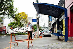 October 10, 2018 - Campinas, Brazil - CAMPINAS, SP - 10.10.2018: PONTOS DE ÔNIBUS GERAM CRÍTICAS - Bus stop of Av. Moraes Salles, in the center of Campinas (SP), the lack of signs and stickers on the itinerary and bus lines as well as adequate coverage are detrimental to users, this Wednesday morning (10) (Credit Image: © Maycon Soldan/Fotoarena via ZUMA Press)