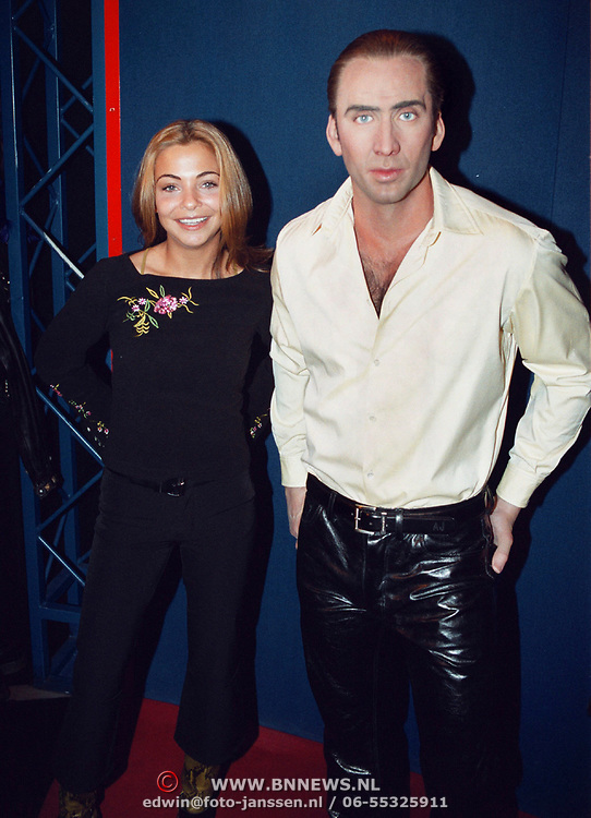 Georgina Verbaan onthult wassen beeld Nicholas Cage Madam Tussauds Amsterdam