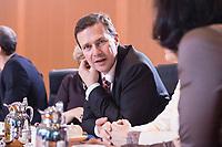 14 MAR 2018, BERLIN/GERMANY:<br /> Steffen Seibert, Regierungssprecher, vor Beginn der ersten Sitzung des Kabinetts Merkel IV, Kabinettsaal, Bundeskanzleramt<br /> IMAGE: 20180314-02-026<br /> KEYWORDS: Kabinett, Kabinettsitzung, Sitzung, neues Kabinett
