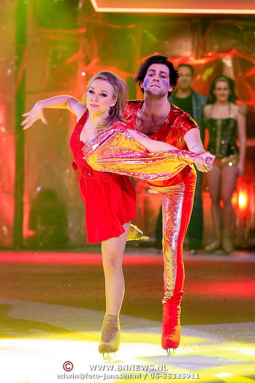 NLD/Hilversum/20130126 - 5e Liveshow Sterren Dansen op het IJs 2013, Paul Turner met schaatspartner Scarlett Rouzet