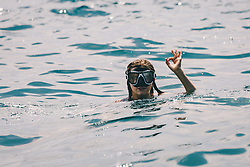 THEMENBILD - ein junges Mädchen mit Taucherbrille schwimmt im Meer, aufgenommen am 13. August 2019 in Rijeka, Kroatien // a young girl with diving goggles swims in the sea, in Rijeka, Croatia on 2019/08/13. EXPA Pictures © 2019, PhotoCredit: EXPA/Stefanie Oberhauser