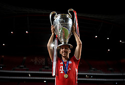 LISBON, PORTUGAL - Sunday, August 23, 2020: FC Bayern Munich's Ivan Perisic celebrates with the European Cup trophy as Bayern win it for the sixth time after the UEFA Champions League Final between FC Bayern Munich and Paris Saint-Germain at the Estadio do Sport Lisboa e Benfica. FC Bayern Munich won 1-0. (Credit: ©UEFA)