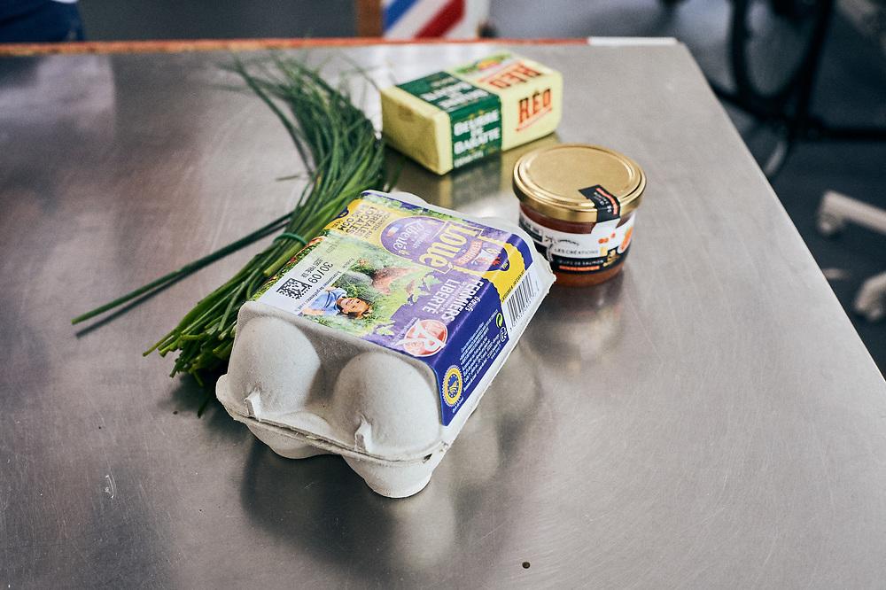 "Alexis Gabriel Ainouz, French youtuber (""French Guy Cooking""), showing his recipe for scrambled eggs. Vincennes, France. September 10, 2018.<br /> Alexis Gabriel Ainouz, youtubeur (""French Guy Cooking""), nous montre sa recette des œufs brouilles. Vincennes, France. 10 septembre 2018."