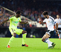 Valencia's Andre Gomes and KAA Gent's Renato Neto during Champions league match. October 20, 2015. (ALTERPHOTOS/Javier Comos)