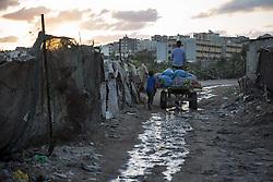 October 23, 2016 - Beit Lahiya, The Gaza Strip, Palestine - Palestinians on a cart at Beit Lahiya city northern the Gaza Strip. (Credit Image: © Mosa Ghaben/Quds Net News via ZUMA Wire)