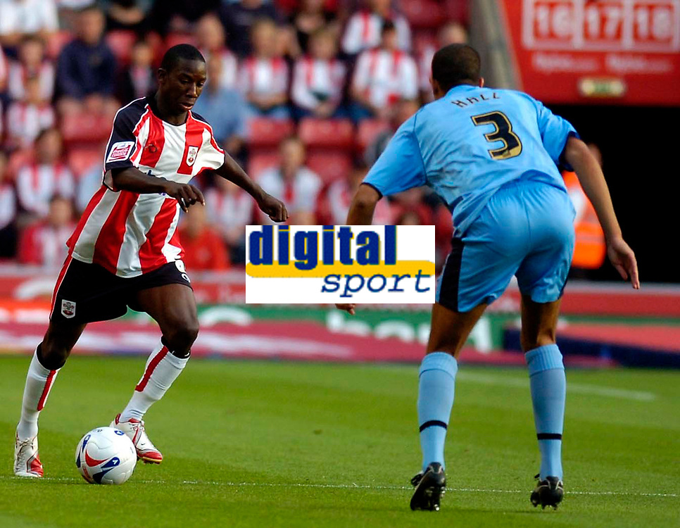 Photo: Alan Crowhurst.<br />Southampton v Coventry City. Coca Cola Championship. 09/08/2006. Bradley Wright-Phillips (L) on the attack for Saints.