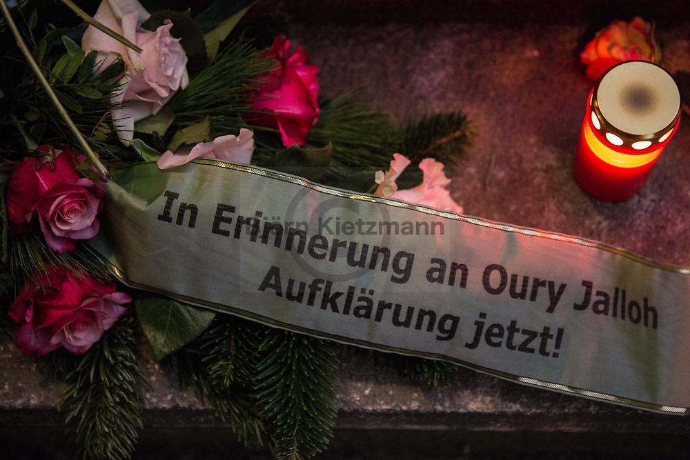 Dessau, Germany - 19.12.2017<br /> <br /> Flowers at the police station in which Oury Jalloh died. Several thousand people protest on the 13th anniversary of the death of Oury Jalloh in Dessau. The asylum seeker Oury Jalloh burned his arms and legs on a fireproof mattress in the custody of the Dessau police on 07.01.2005. The circumstances of his death remain unclear until today.<br /> <br /> Blumen vor der Polizeiwache in der Oury Jalloh starb. Mehrere Tausend Menschen protestieren am 13. Todestag von Oury Jalloh in Dessau. Der Asylbewerber Oury Jalloh verbrannte am 07.01.2005 Armen und Beinen fixiert auf einer feuerfesten Matratze im Gewahrsam der Dessauer Polizei, bis heute sind die Umstaende seines Todes ungeklaert.<br /> <br /> Photo: Bjoern Kietzmann