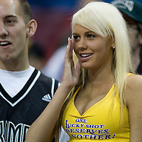 18 April 2007: A Lakers fan is seen next to a Kings fan during the Los Angeles Lakers 117-106 victory over the Sacramento Kings at the Arco Arena in Sacramento, CA.