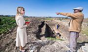 Koningin Maxima bezoekt bierbrouwerij Habesha en de boeren van de brouwerij tijdens haar bezoek aan Ethiopië als speciaal VN gezant voor Inclusieve Financiering.<br /> <br /> Queen Maxima visits the Habesha brewery and the brewery's farmers during her visit to Ethiopia as a special UN envoy for Inclusive Financing.