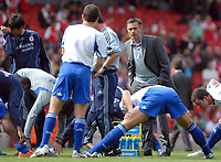 Photo: Ed Godden/Sportsbeat Images.<br /> Arsenal v Chelsea. The Barclays Premiership. 06/05/2007.<br /> Chelsea Manager Jose Mourinho, speaks to his players before kick-off.