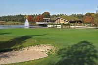 LIEREN bij Apeldoorn - De green van hole 18 met het clubhuis van  Golf en Businessclub  De Scherpenbergh . COPYRIGHT KOEN SUYK
